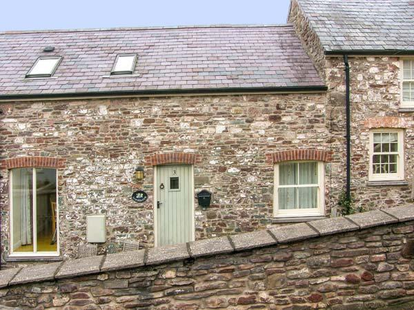 LIMESLADE, coastal setting, off road parking, enclosed garden, in Laugharne, holiday rental in St Clears