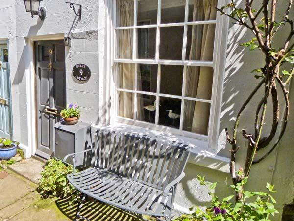 DELIT COTTAGE, fisherman's cottage, beams, multi-fuel stove, walking distance, holiday rental in Robin Hood's Bay
