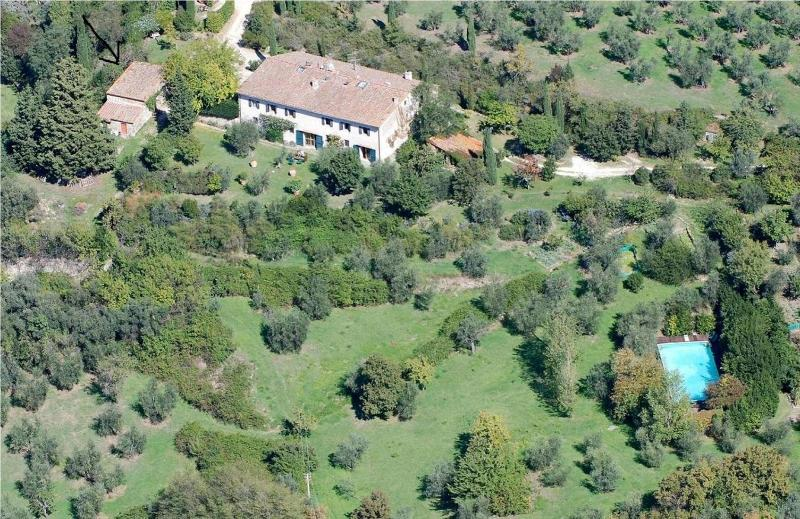 Florence hills newly restored Hayloft with pool, casa vacanza a Fiesole