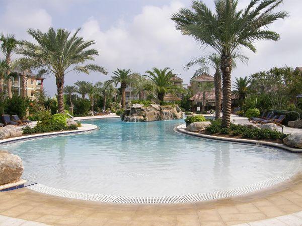 Gorgeous zero entry pool for the kids