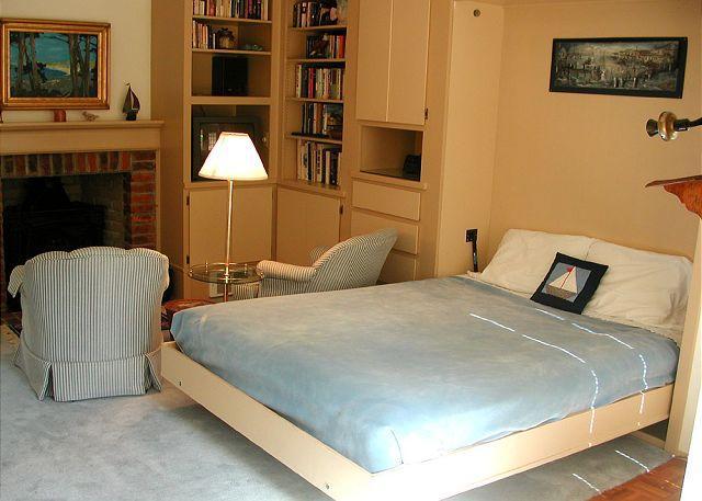 Casa de huéspedes tiene una cama plegable.