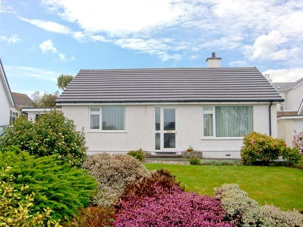 BREEZE HILL, detached, single-storey, close to beach, in Benllech, Ref 22426, vacation rental in Brynteg