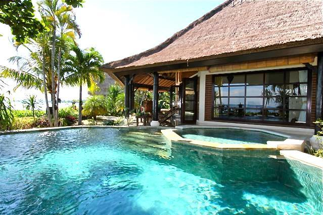 Villa Bundar: Luxury Beachfront Villa with Staff, holiday rental in Lovina Beach