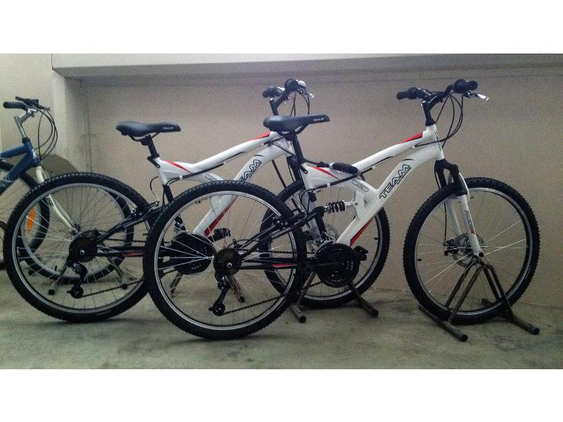 2 Aluminum frame bicycles with integral suspension, for free use.
