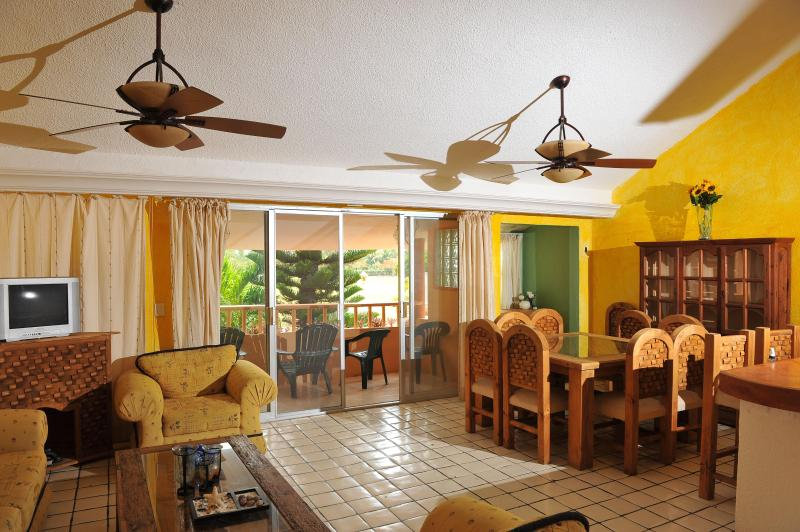 Beautiful Mexican Style Condo near the beach, vacation rental in Cancun