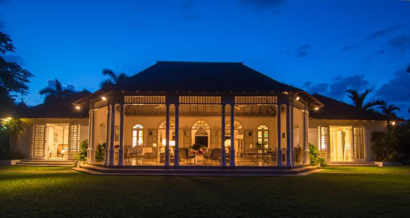 ALMOND HILL is a charming 4-bedroom home located on a former 500-acre coconut plantation.  Its location west of Montego Bay is literally one minute from posh Round Hill where guests enjoy complimentary resort membership.