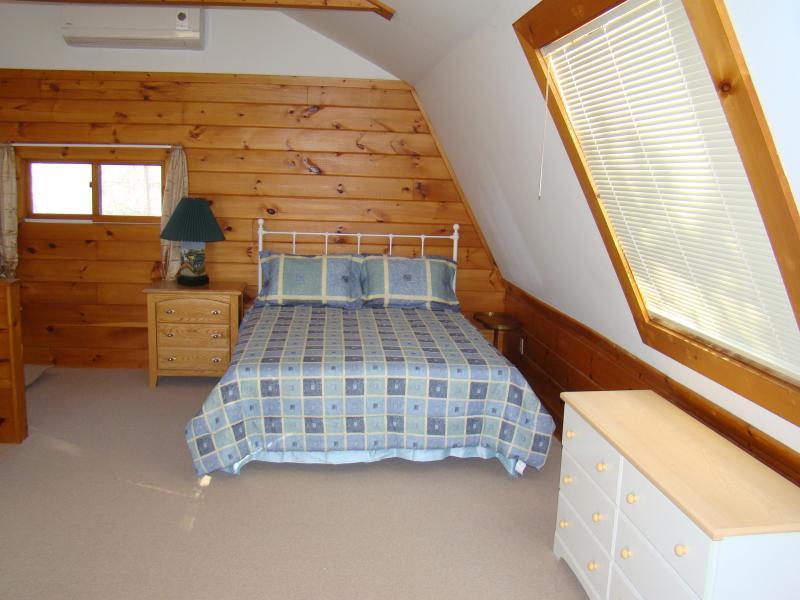 2nd Floor Queen Bed Area