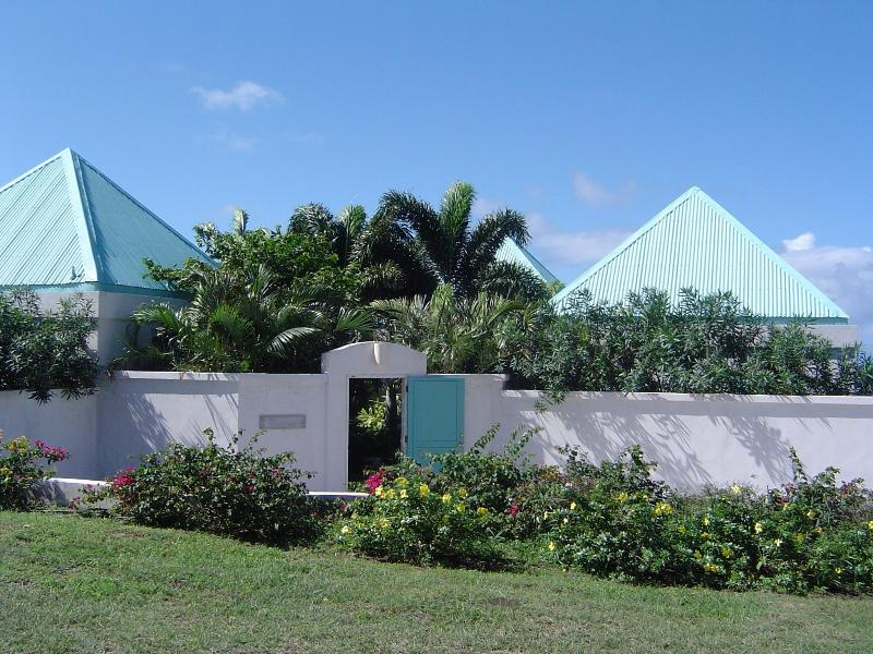 Castelet Entrance