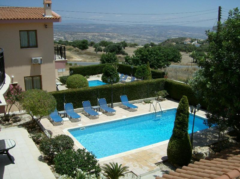 Cada villa con piscina privada & Jardín