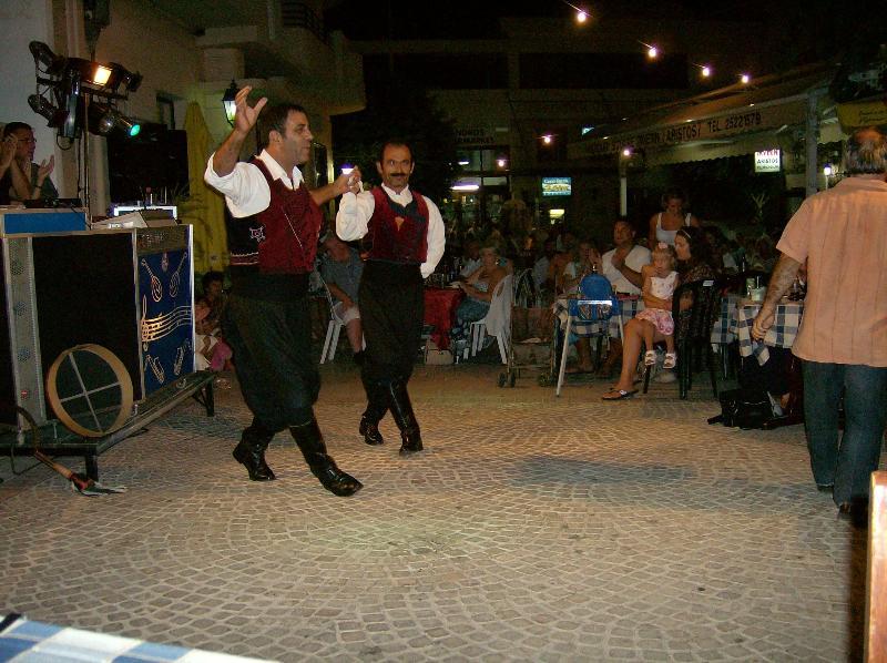 Una noche en la Plaza del pueblo de Chipre