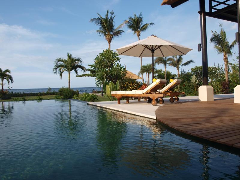 Villa Banjar Beach, Lovina, Beachfront, holiday rental in Lovina Beach