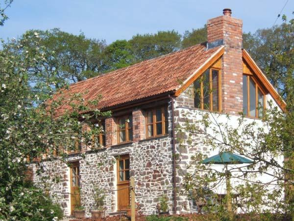 PRIMROSE COTTAGE, character barn conversion, woodburner, views, garden, holiday rental in Romansleigh