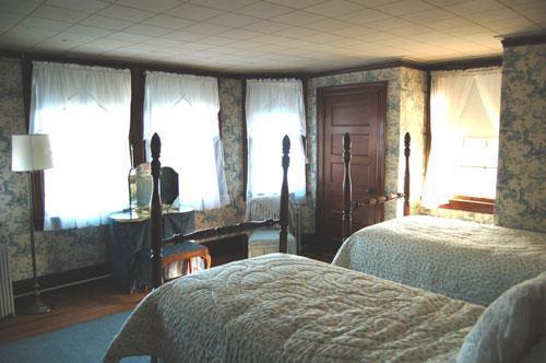 Toile habitación con dos camas individuales