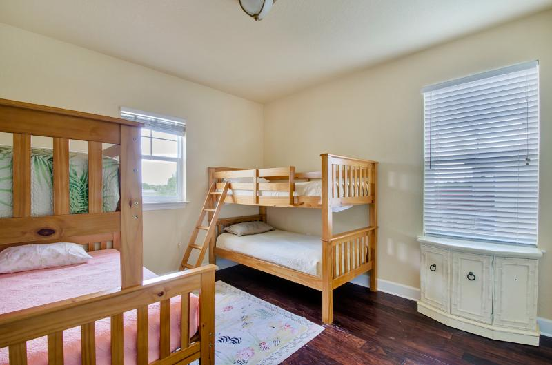 Kids room with twin over twin and twin over doubl bunks - sleeps 5