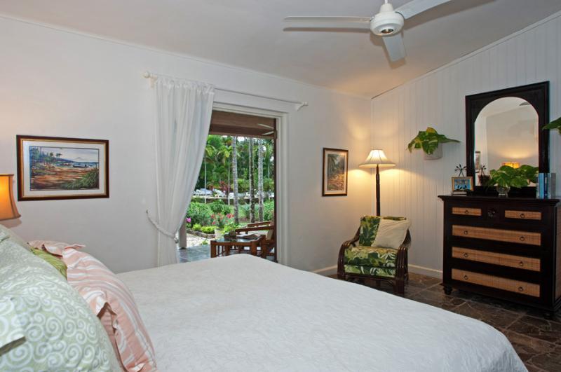Habitación 3 se abre a la gran sala y la terraza. La cama puede ser con cama de matrimonio o dos gemelos. Característica favorita de todos es conexión ducha segunda de la sala en un jardín al aire libre.