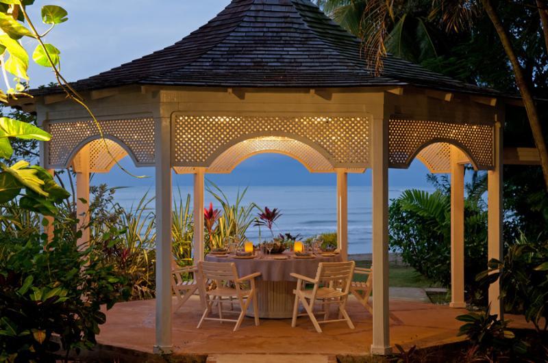 Cenas románticas con velas se sirven una vez o más cada semana.