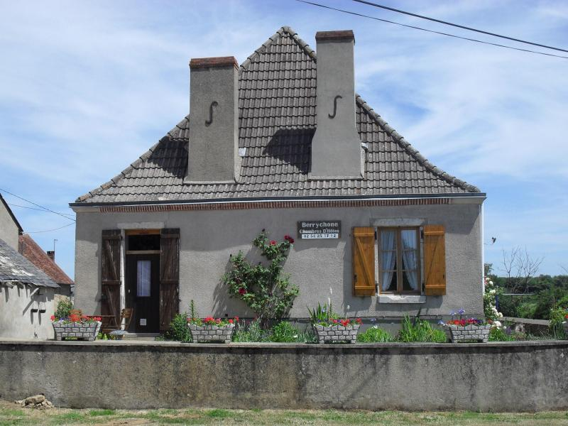 Berrychone Chambres d'Hôtes Close to Argenton Sur Creuse, holiday rental in Prissac