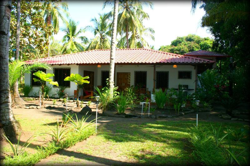 Dreamy Contentment Main Villa Playa Matapalo CR, Ferienwohnung in Portalon
