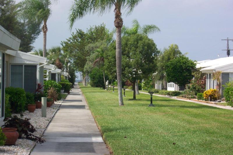 courtyard -  walkway to beach