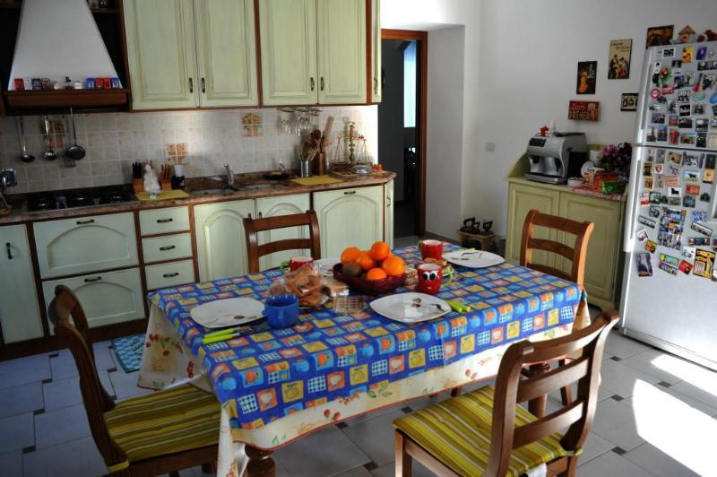 nuestra cocina donde se sirve el desayuno a nuestros huéspedes