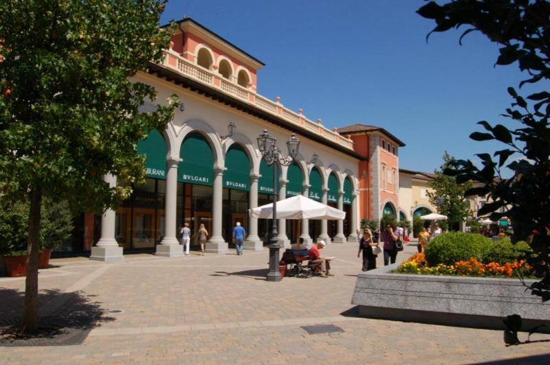 Si te gusta ir de compras, no lejos de nosotros hay salida más grande de McArthurGlenn (Serravalle Scrivia)