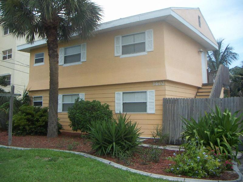 Front View of the Cocoa Beach Cottage