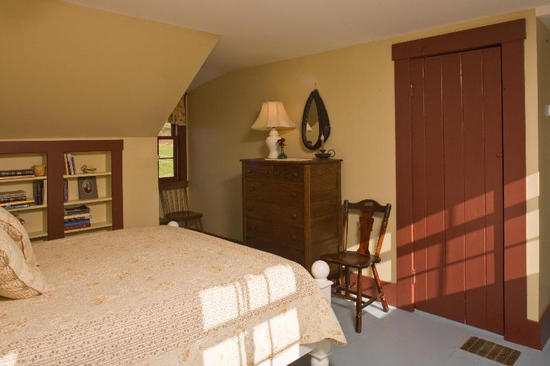 2. Stock Schlafzimmer mit Queensize-Bett