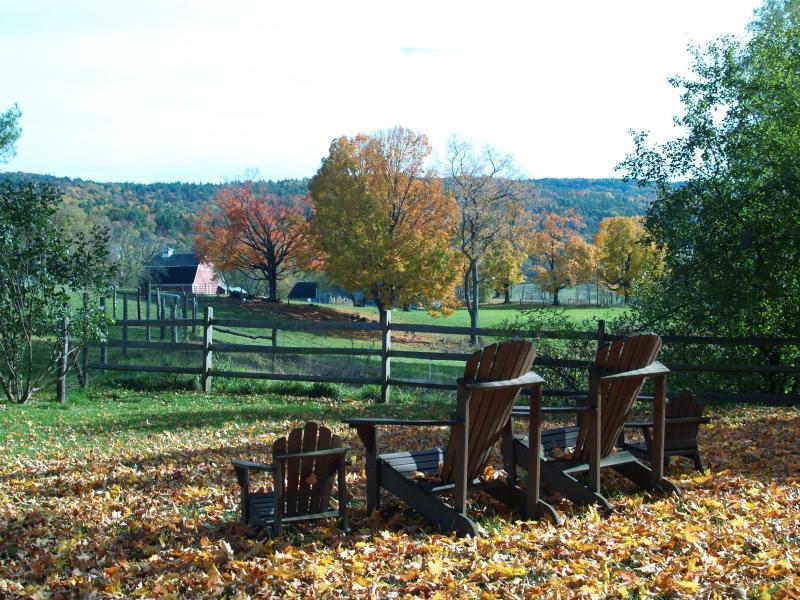 Mit Blick auf unserem Bauernhof an einem ruhigen Herbst-Nachmittag