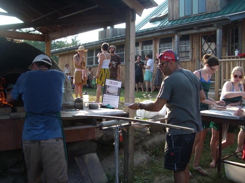 Dienstag Nächte während der Sommer can't werden Beat nachts Orchard Hill Outdoor Community Pizza