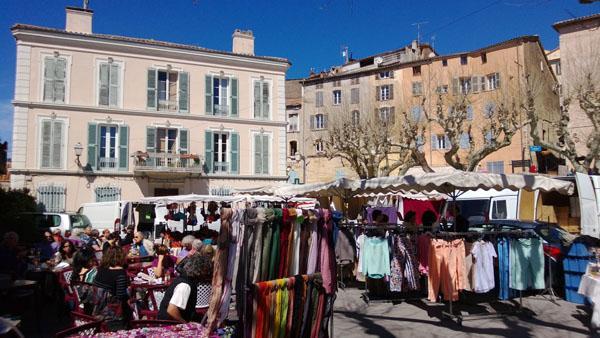 De marktplaats in Fayence