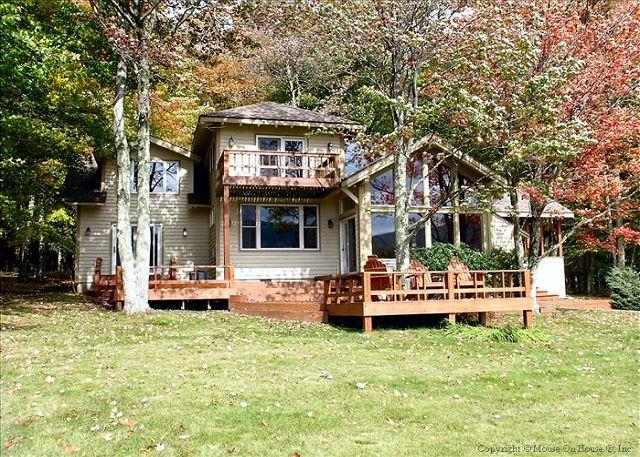 Amazing house in an incredible location provides great views and lake access!, holiday rental in Davis