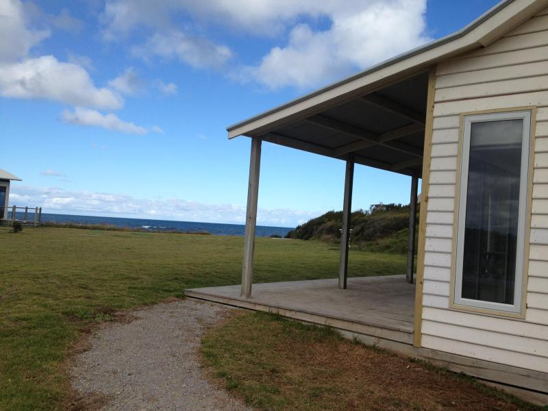 Amhurst Beachfront Cottage, vacation rental in Port Fairy