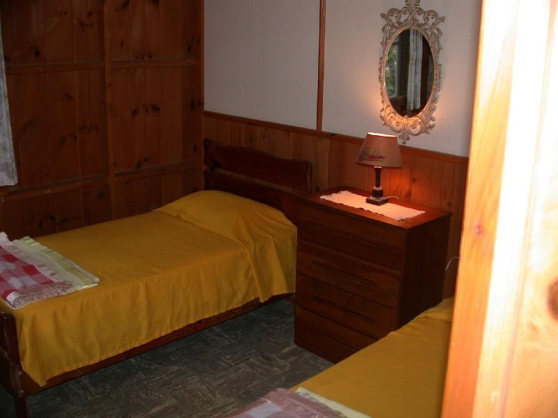 Twin bedrm from door looking NW