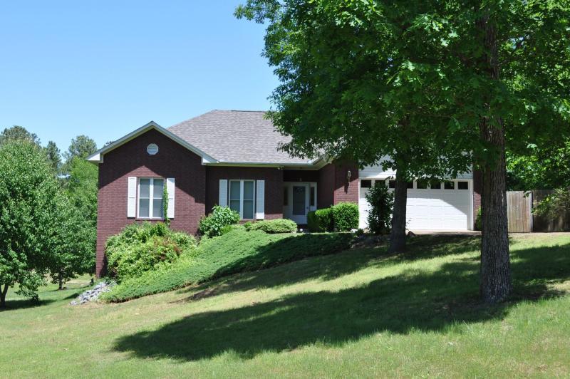 Notre belle 2900 + m² maison, sur un terrain de 2/3 acre.  Beaucoup d'espace pour étaler !