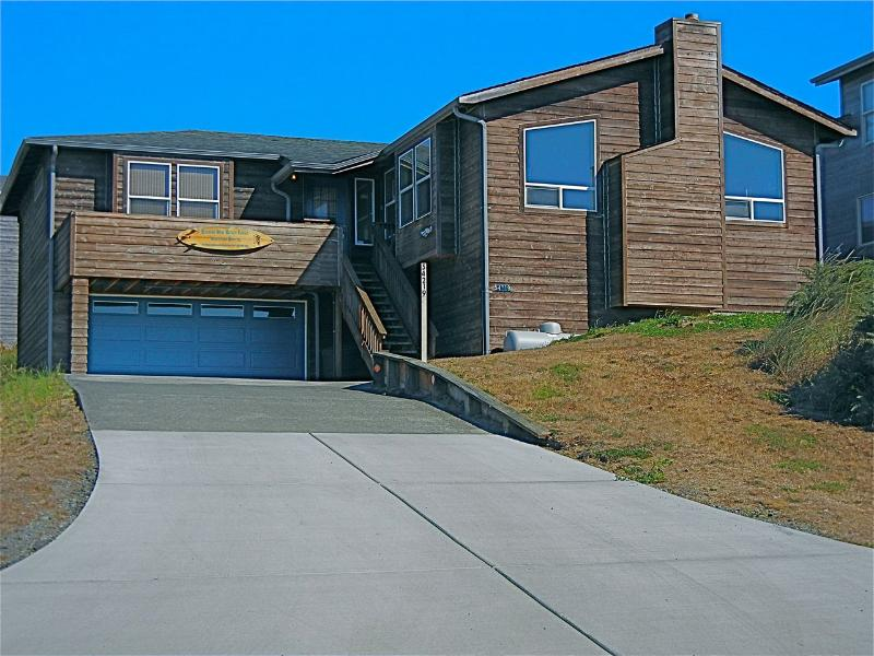 Bandon View Beach House - Driveway - Double Car Garage - Main Enttance
