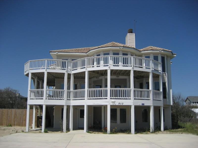 Beautiful semi-oceanfront home - steps to the beach!