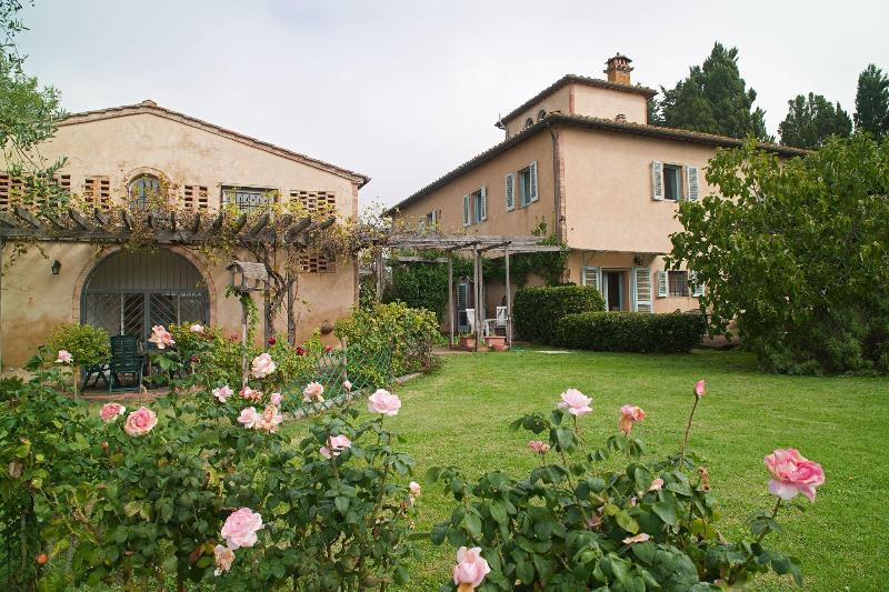 Wonderful self catering apartment in Tuscany, holiday rental in San Gimignano
