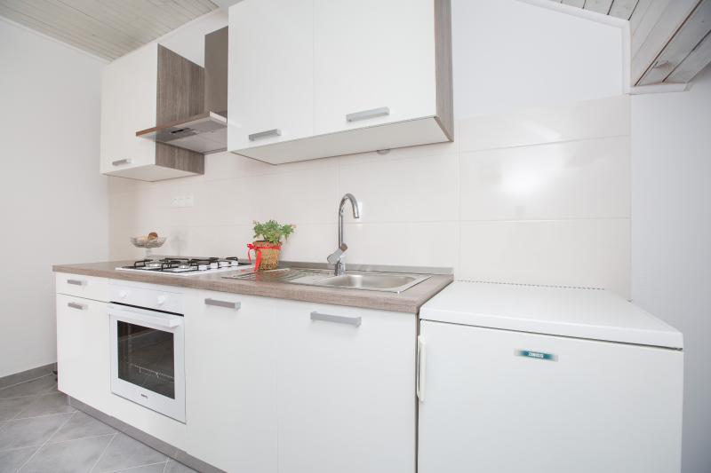 Nice apartment 2 +2, holiday rental in Podstrana