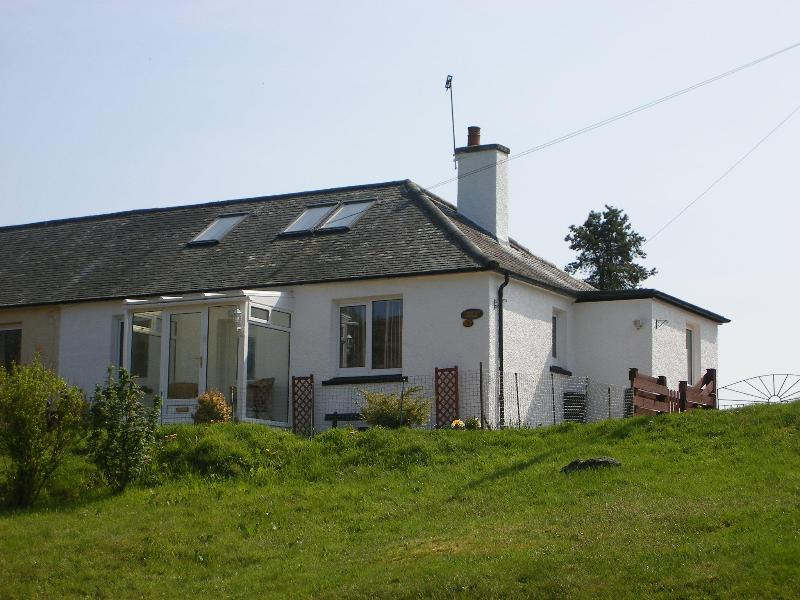 Lomond View Cottage, cosy and comfortable