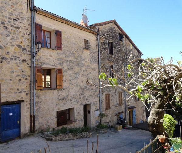 Cozy House with a Terrace and Wifi, in Fayenc, holiday rental in Fayence