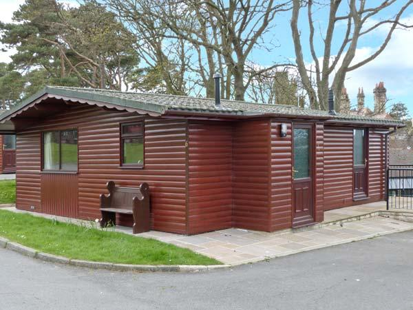 BLUEBELL LODGE, all ground floor, in grounds of hotel in Saltburn Ref 24296, casa vacanza a Brotton