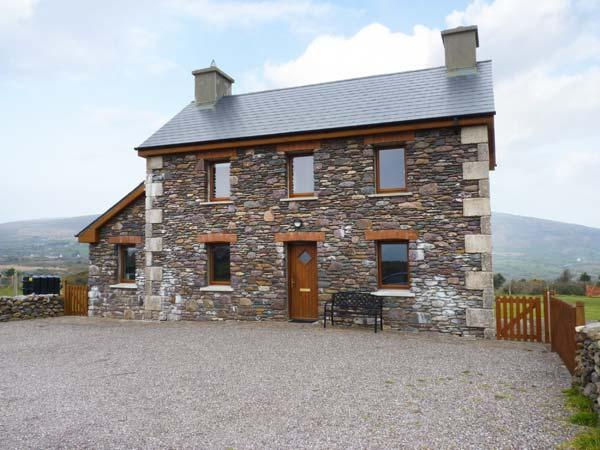 BRANDON HOLIDAY HOME, beautiful views, en-suite facilities, open fire, Ref 24501, holiday rental in Cloghane
