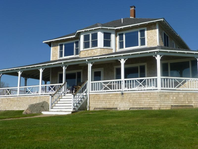 Waterfront home - Spectacular Sunsets, location de vacances à Buzzards Bay