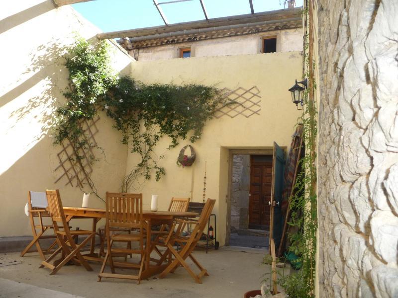 La Maison d'Etre, village house for family groups, holiday rental in Rieux Minervois