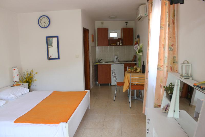 Sveti Stefan NR- Studio (2+1), holiday rental in Sveti Stefan