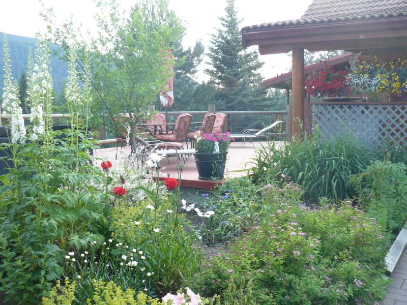 Garden shot facing the deck