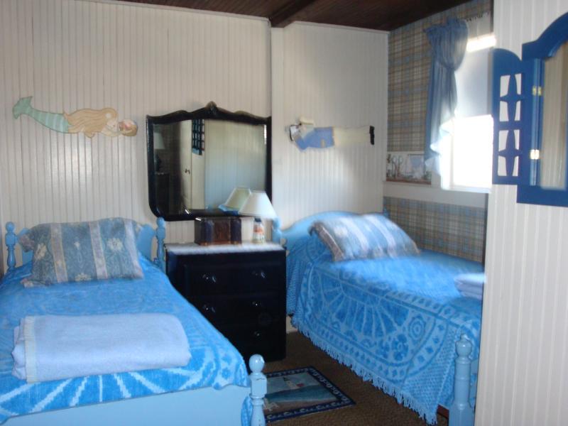Bedroom - second floor - front left