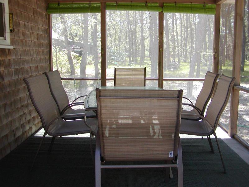 Outdoor eating in screened-in comfort