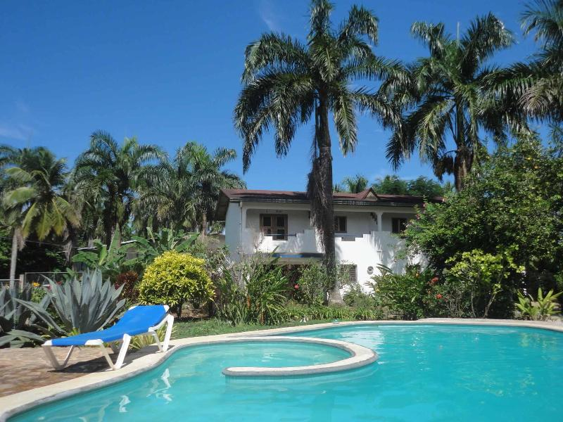 Beautiful grand apartment in tropical garden with pool, holiday rental in Samana Province