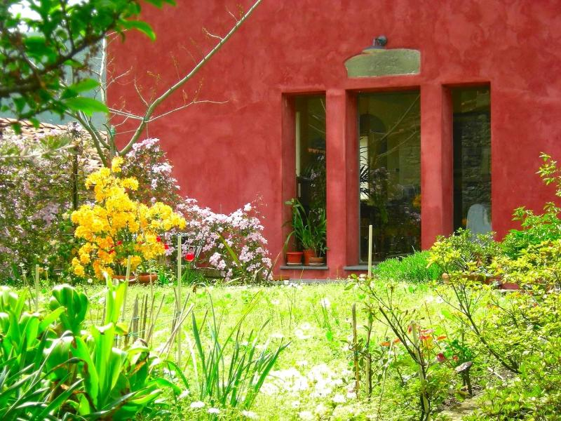 Facade and Garden - CASAR ROSSA means RED HOUSE in Italian